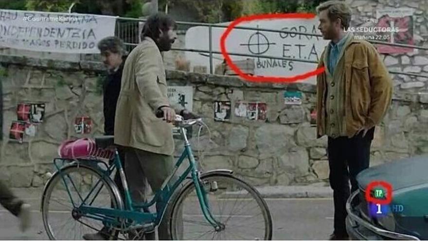 Pintada de 'Gora ETA' en un capítulo de la serie 'Cuéntame'.
