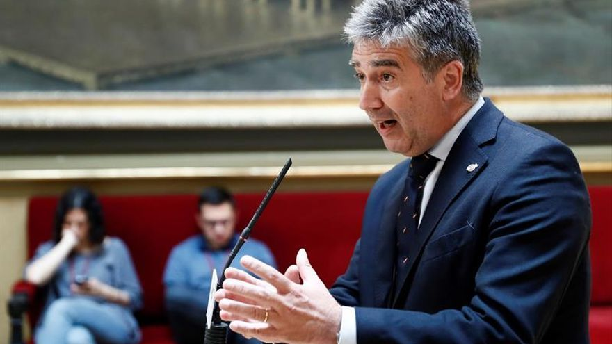 Ignacio Cosidó, durante una rueda de prensa en el Senado.