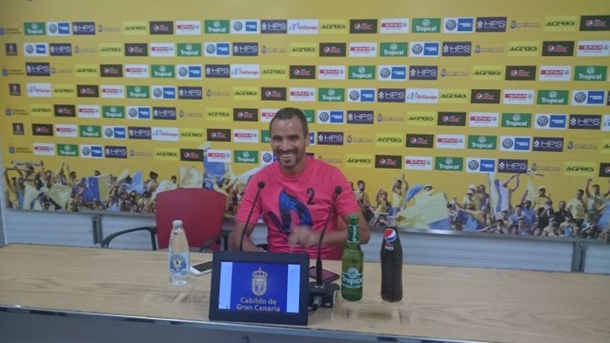 El lateral de la UD Las Palmas, Ángel López, durante una rueda de prensa tras el entrenamiento. (Página oficial UD Las Palmas).