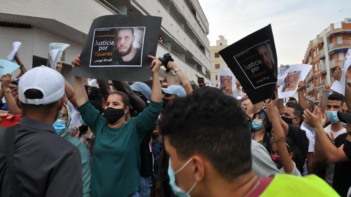 Manifestantes contra el asesinato racista de Younes en Mazarrón.