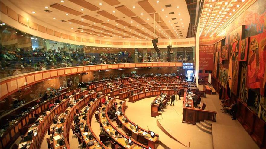 El Parlamento de Ecuador aprueba un presupuesto para 2016 de 29.835 millones de dólares