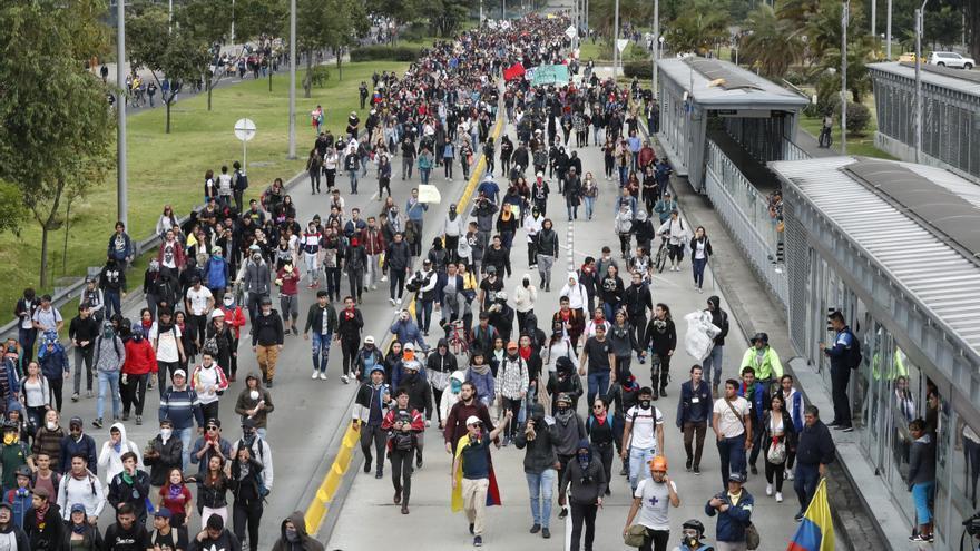 Colombianos protestarán contra la reforma fiscal pese al pico de la pandemia