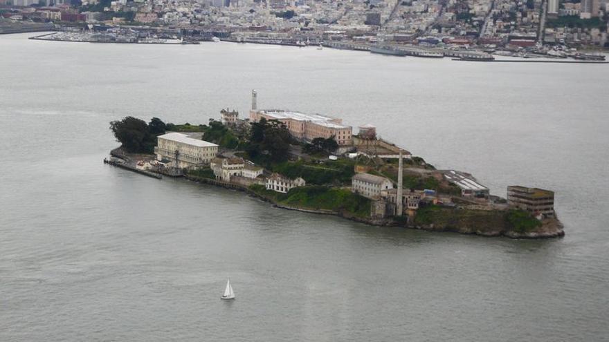 la Isla de Alcatraz se encuentra en el medio de San Francisco Bay. Al fondo, el 'skyline' de la ciudad californiana. Dave Mathews