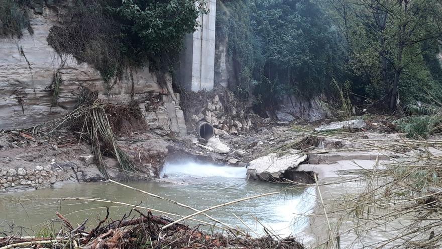 Imagen del estado en el que ha quedado el colector de aguas del Clariano en Ontinyent