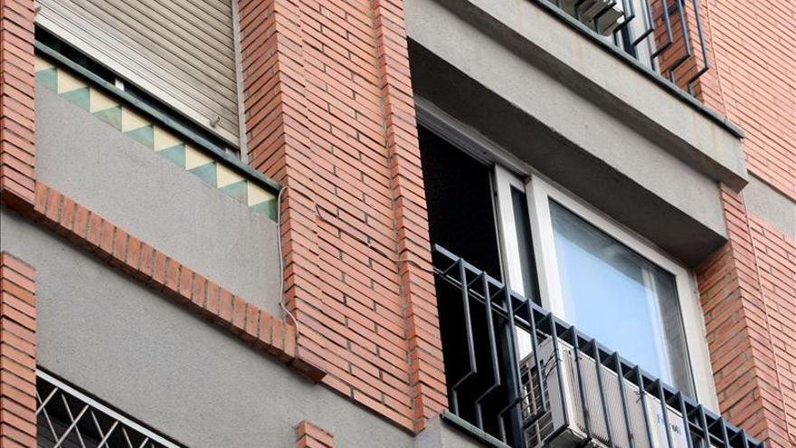 Muere un hombre al precipitarse desde una ventana cuando intentaba entrar en un piso