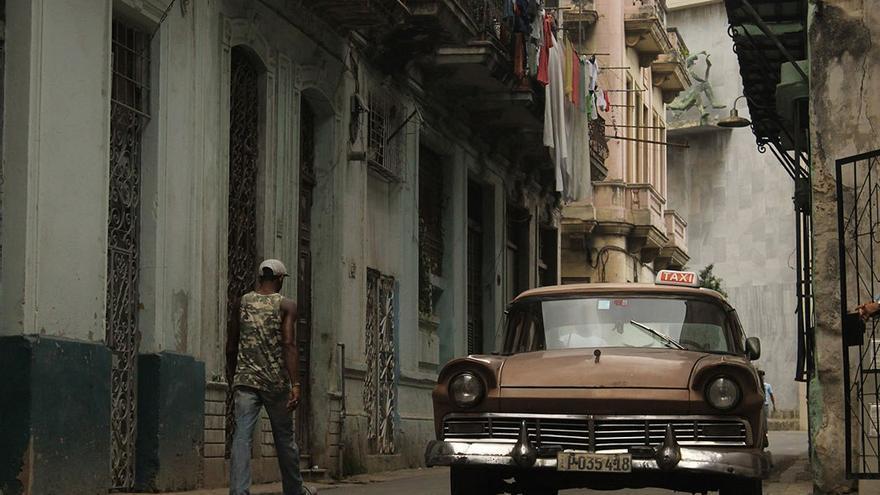 El embargo impuesto por EE.UU. ha dejado la isla anclada en los años 60. (DP).