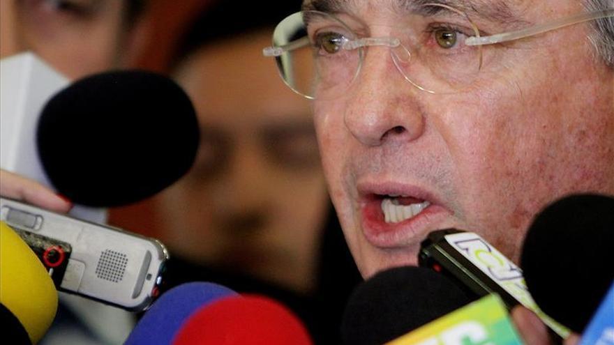 Uribe viaja a EEUU y México para exponer sus críticas a proceso con FARC
