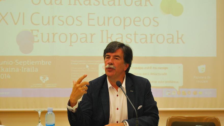 EL psicólogo Javier Urra durante su intervención en una charla / Foto: Cursos de Verano UPV/EHU