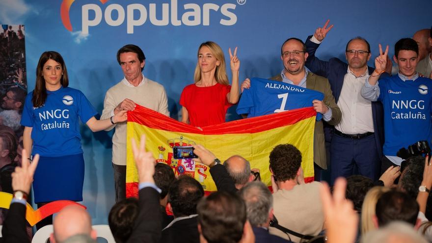 Álvarez de Toledo junto a Aznar en un acto de campaña.
