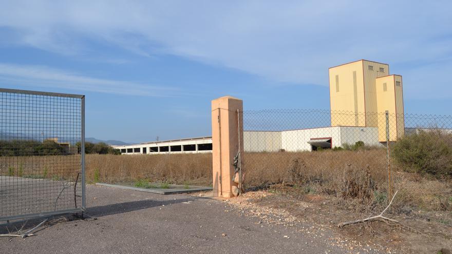 Imagen de la planta de purines de Vall d'Alba (Castellón) en estado de abandono.