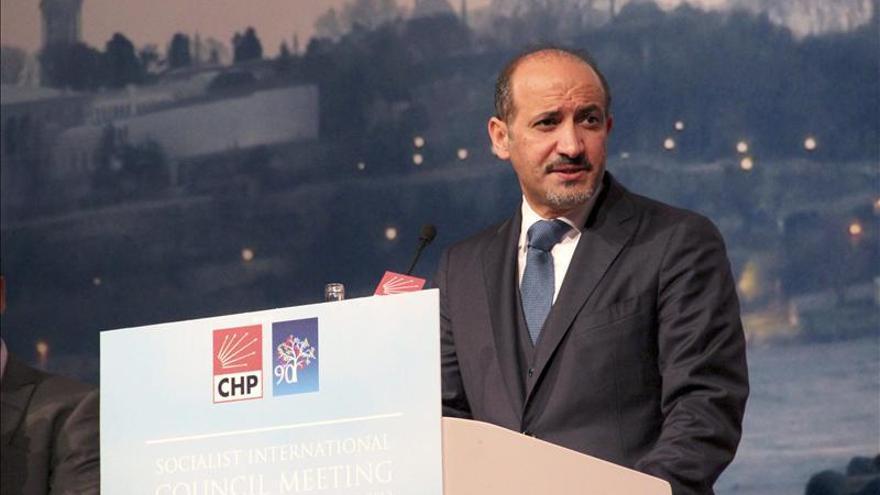 La Coalición Nacional Siria reelige a Ahmed Yarba como presidente