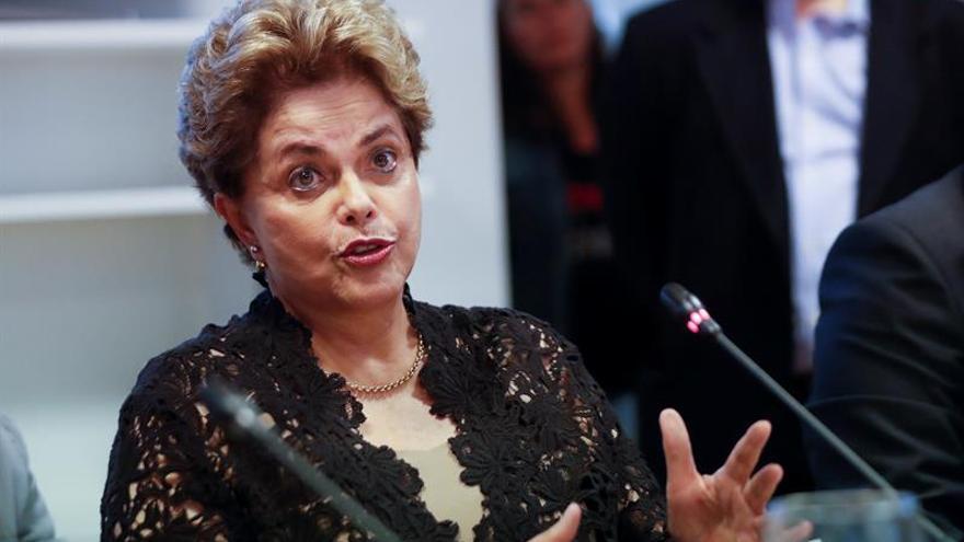 """Rousseff afirma que Lula es inocente y que """"el pueblo lo rescatará"""" en 2018"""