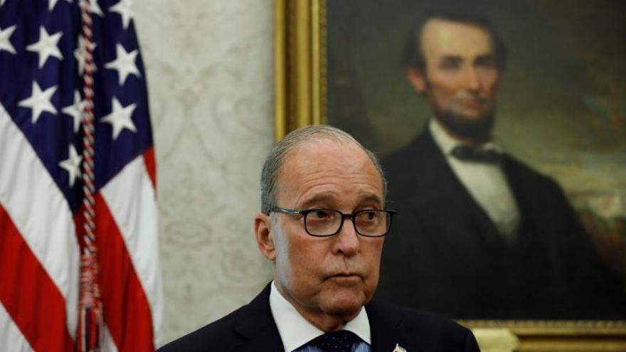 Asesores de Trump defienden la fortaleza económica y el niegan efecto de los aranceles