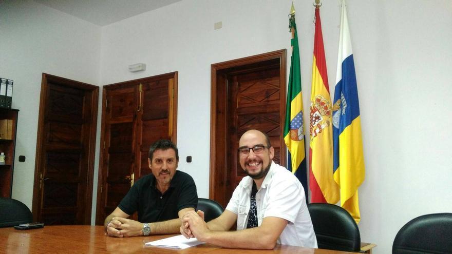 Martín Taño y Yeray Rodríguez, este miércoles. Foto: RADIO LUZ GARAFÍA