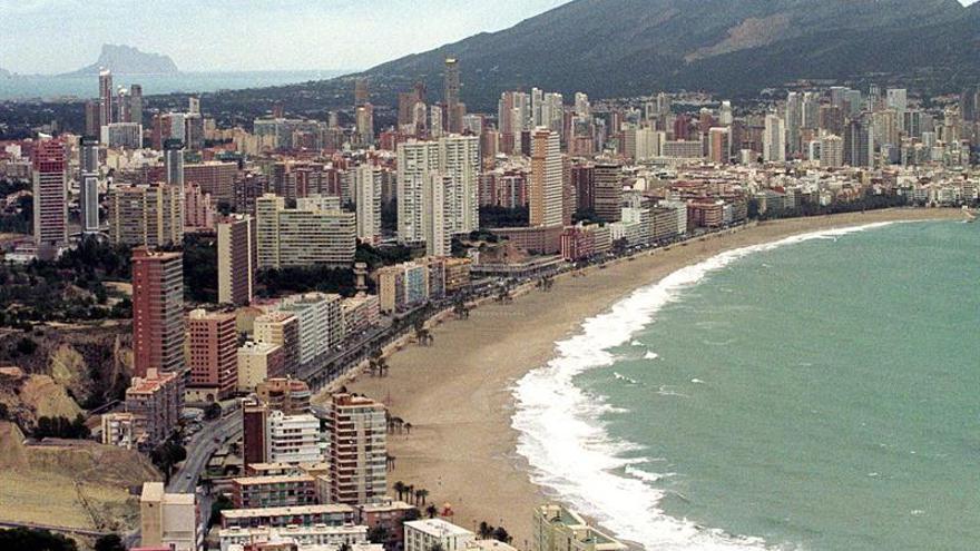 La ocupación de viviendas turísticas alcanzó en junio el 82 % en la Costa Blanca