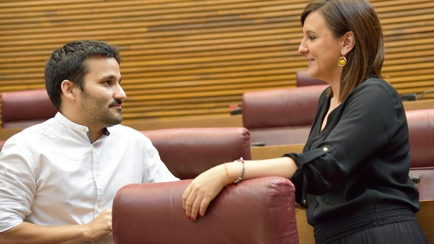 Vicent Marzà (Compromís), y su predecesora en el cargo María José Catalá (PP)
