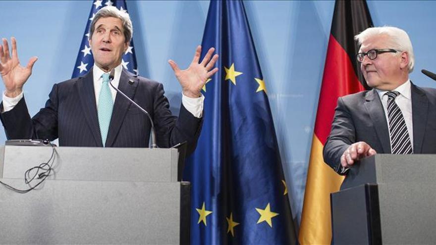 Merkel y Kerry miran al futuro y apuestan por resolver diferencias en privado