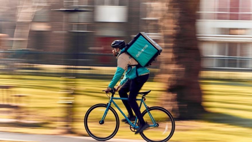 Una imagen de archivo de un trabajador autónomo de Deliveroo.