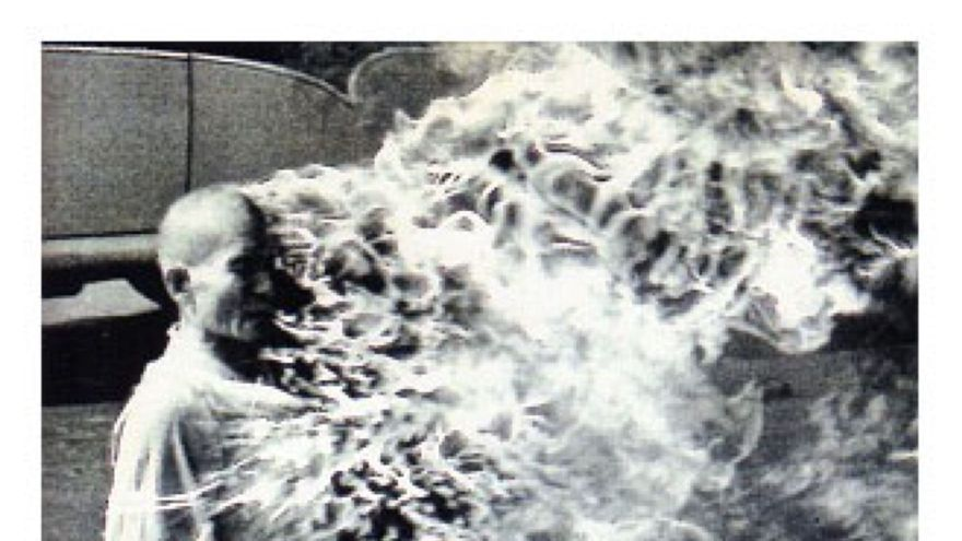 Portada del album de Rage Against the Machine,con el tema Killing in the name.