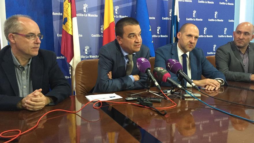 El viceconsejero de Medio Ambiente, Agapito Portillo, y el consejero de Medio Ambiente, Francisco Martínez Arroyo