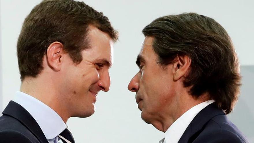 El líder del PP, Pablo Casado, junto al expresidente del Gobierno José María Aznar.