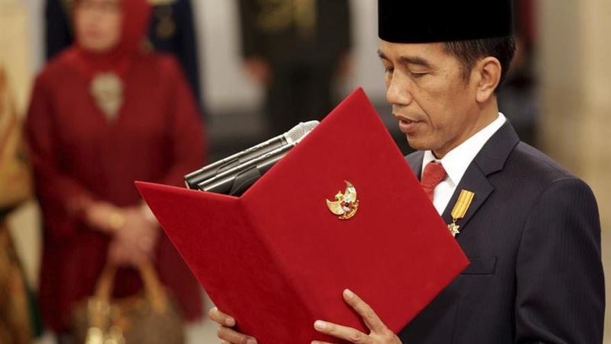 El presidente de Indonesia remodela el Gobierno para apuntalar la economía