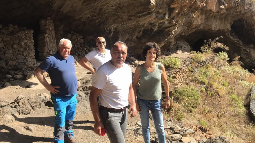Visita a la Cueva de El Tendal.