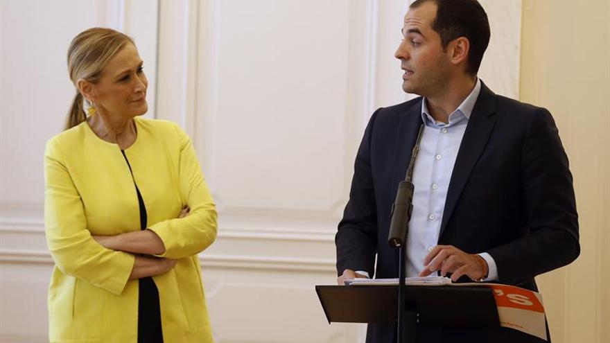 """Cifuentes da por zanjada la """"polémica artificial"""" con Ciudadanos"""