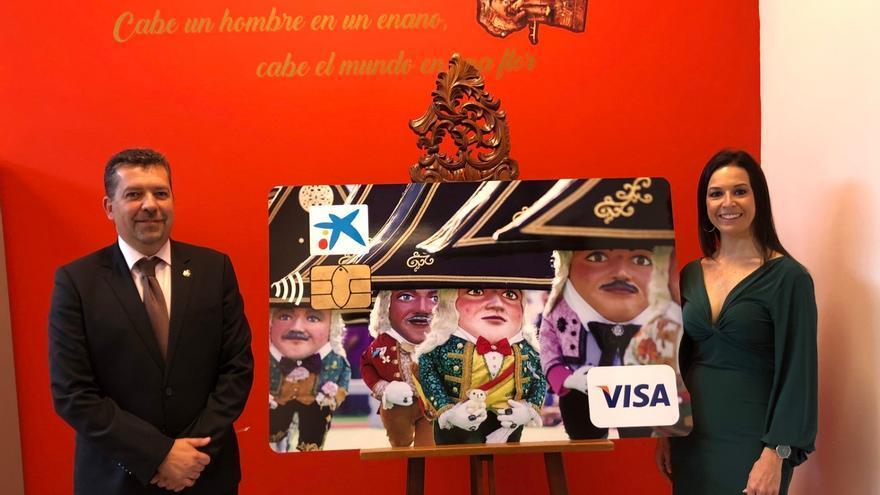 Presentación de la tarjeta  de CaixaBank con la imagen de 'Los Enanos'