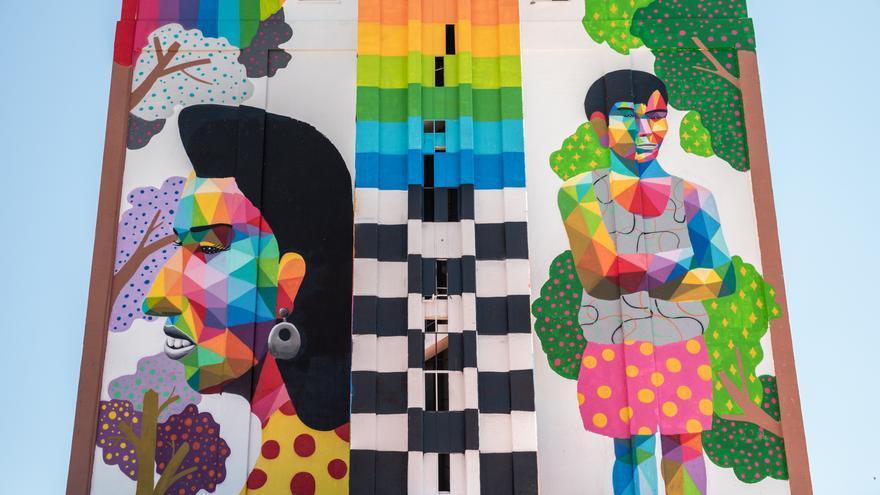 Obra del artista Okuda en silos de Ciudad Real