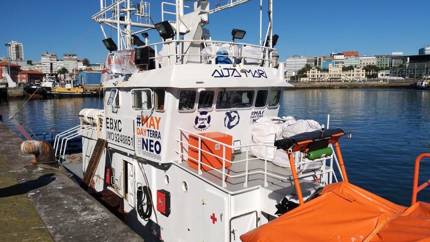 El 'Aita Mari', en el puerto de A Coruña