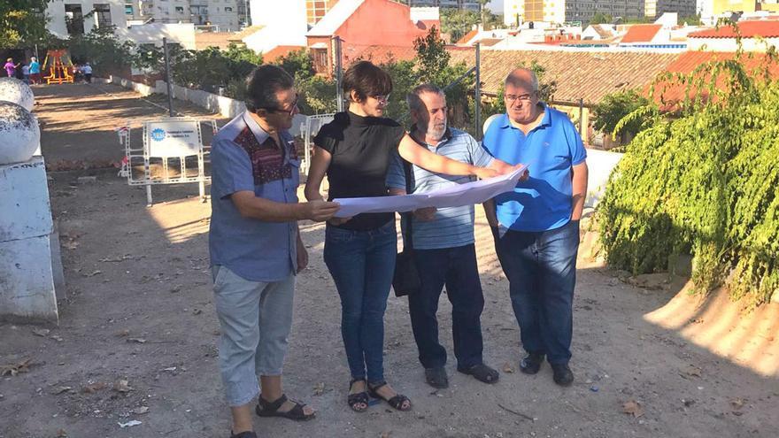 La concejala de Infraestructuras, Amparo Pernichi, visita el inicio de las obras del mirador de Osario Romano | RAFA MELLADO