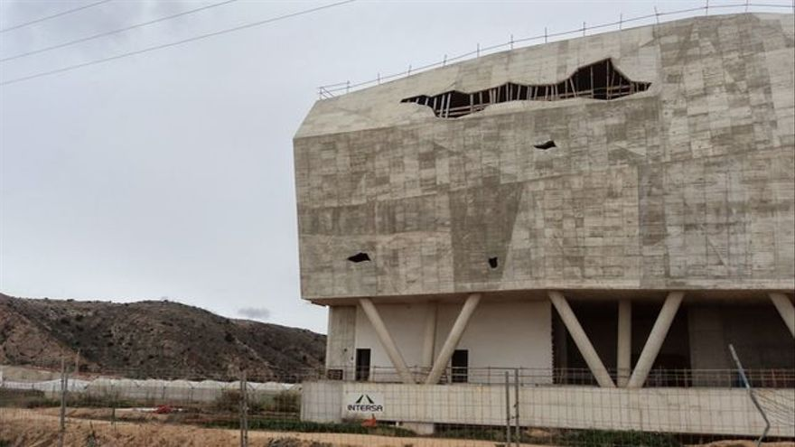 El Museo Regional Paleontológico y de la Evolución Humana sin terminar de Torre Pacheco