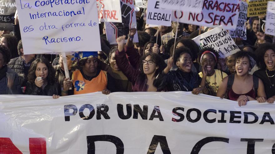 Una multitudinaria manifestación contra el racismo en Madrid pide el fin de la Ley de Extranjería