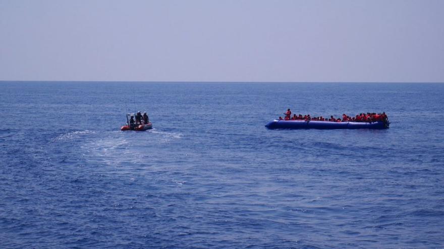 Imagen del rescate de la tripulación de Lifeline.