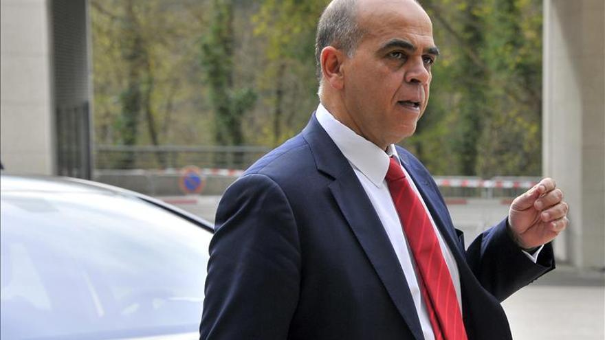 Dimite un secretario de Estado francés salpicado por una instrucción judicial