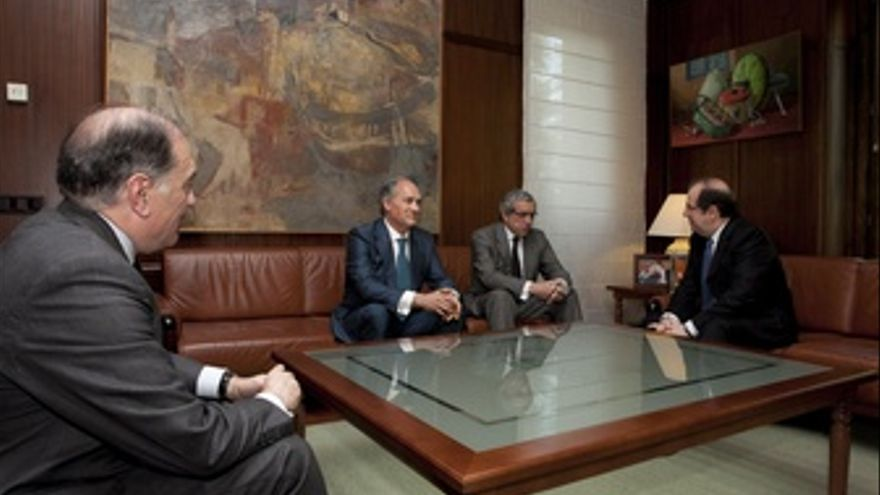 De Izquierda A Derecha, Villanueva, Del Canto, Medel Y Herrera.
