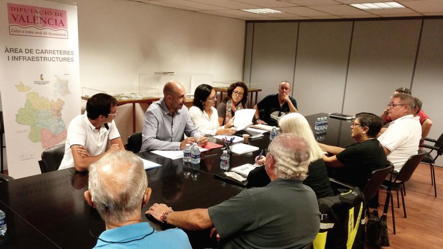 Imagen de la reunión de Seguí con los colectivos de motociclistas