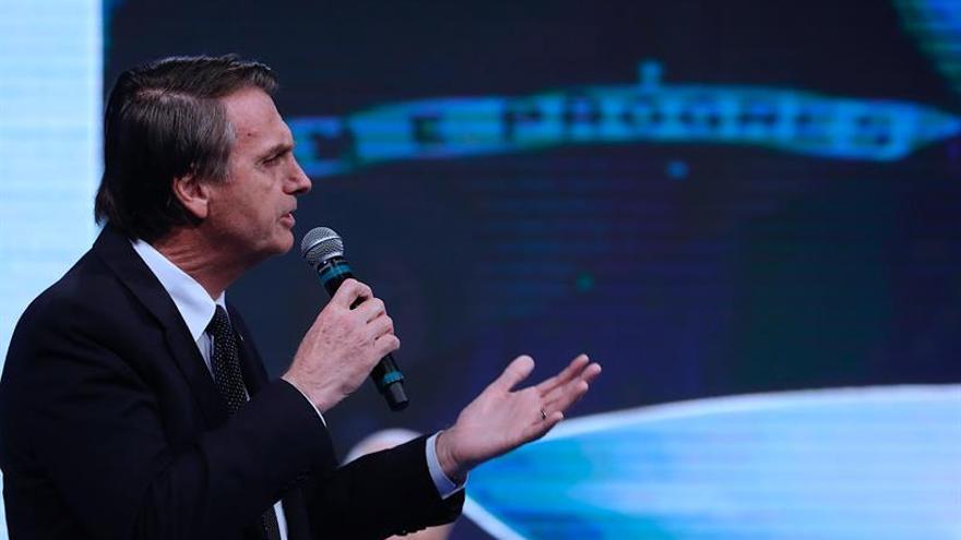 Bolsonaro responde bien al tratamiento pero sigue sin una previsión de alta hospitalaria