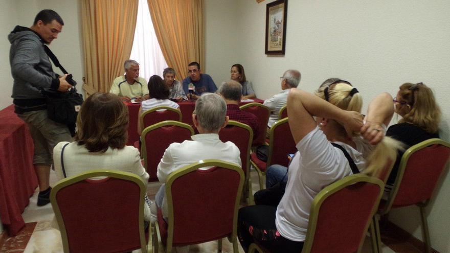 Rueda de prensa con integrantes de la Plataforma por el Derribo, en Santa Cruz