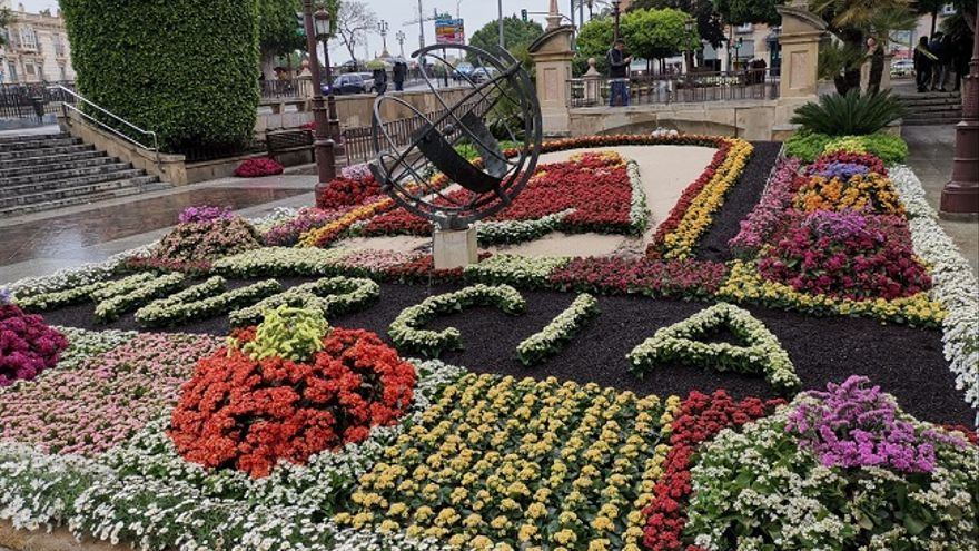 Decorado floral de la plaza del Ayuntamiento de Murcia (foto de archivo)