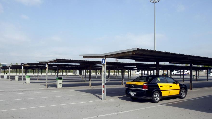 Acuerdo para suprimir los turnos de trabajo en los taxis de Barcelona