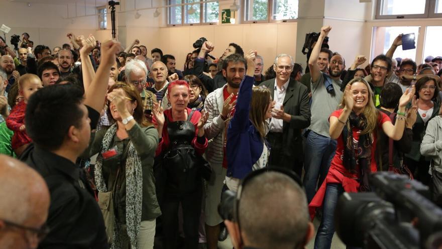 Celebració a la seu de Barcelona en Comú. / ENRIC CATALÀ