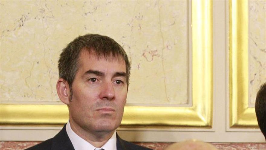 El presidente de Canarias, Fernando Clavijo, durante la recepción celebrada en el Congreso de los Diputados con motivo del XXXVII aniversario de la Constitución. EFE/Ballesteros