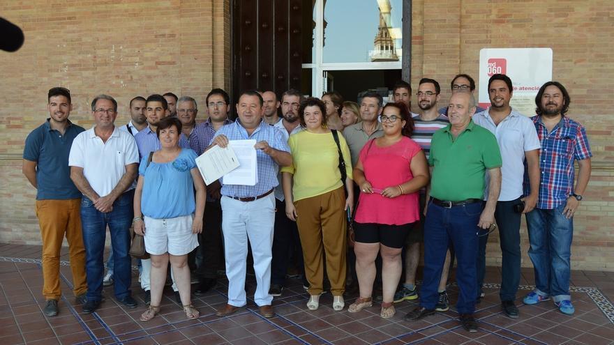"""Diputados, alcaldes y ediles de IU piden al Gobierno la """"eliminación"""" de las peonadas para cobrar el subsidio"""