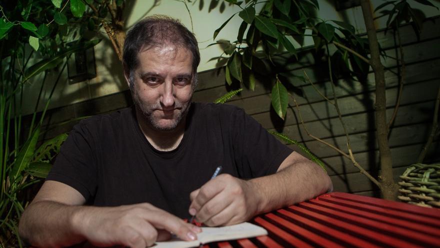 Manel Fontdevila nos firma un autógrafo