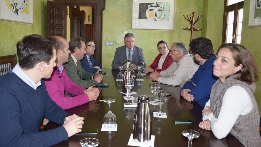 Almonte anula la subida de la tasa por ocupación de suelo en El Rocío para las hermandades