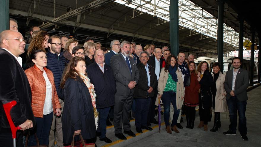 Cargos públicos del PRC en la estación de Bilbao.
