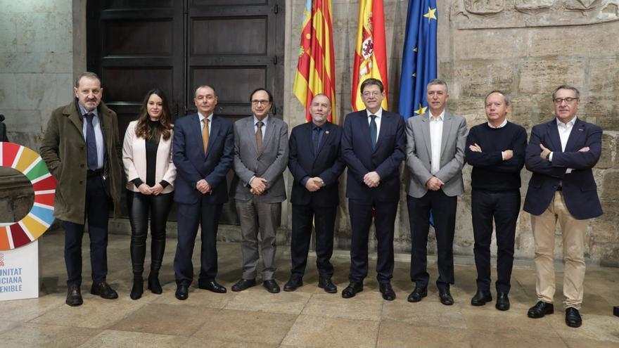 Ximo Puig y los representantes de la patronal y sindicatos en la presentación del Observatorio.
