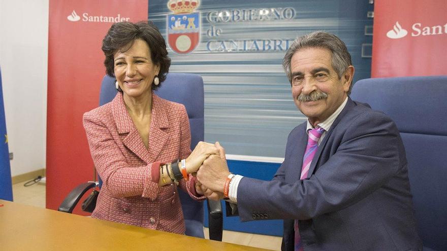 Imagen de archivo de Ana Botín y Miguel Ángel Revilla en el Gobierno de Cantabria.